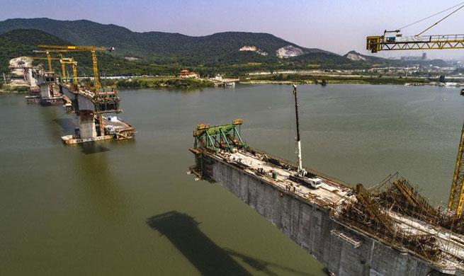 Cuijiaying Hanjiang River Bridge under construction in C China