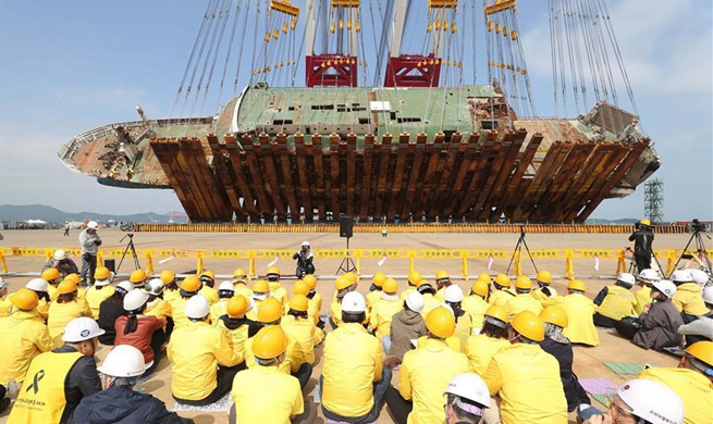 Sunken South Korean ferry Sewol lifted at port in Mokpo