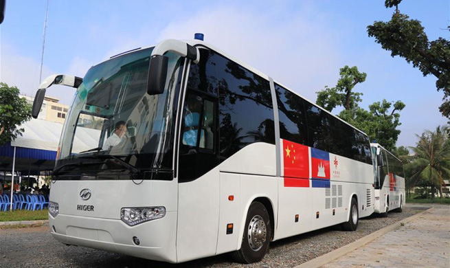 China delivers 1st batch of 20 mobile clinics to Cambodia