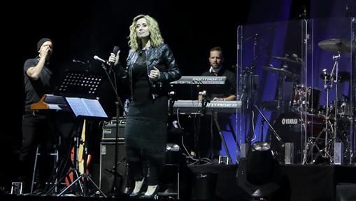 Belgian singer Lara Fabian enchants fans in Athens performance