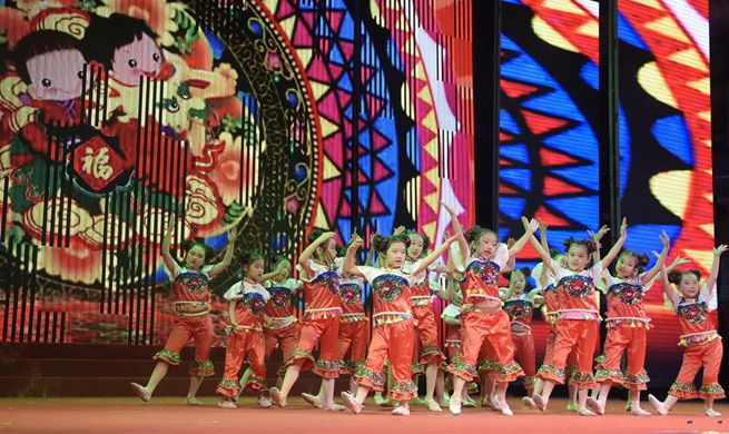 Art performance held to celebrate upcoming Int'l Children's Day in Beijing