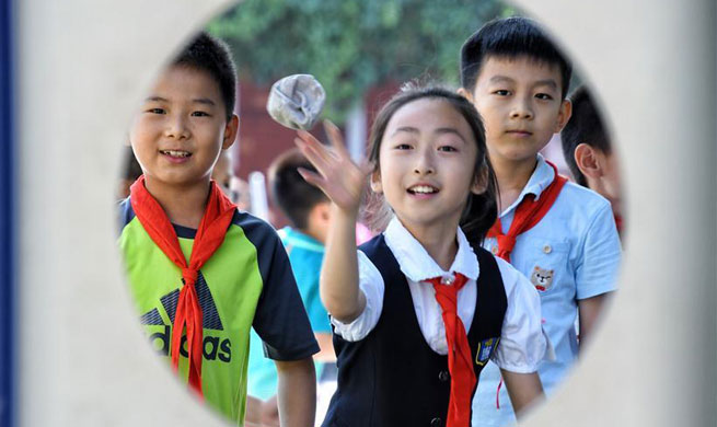 Pupils celebrate upcoming Int'l Children's Day in Beijing