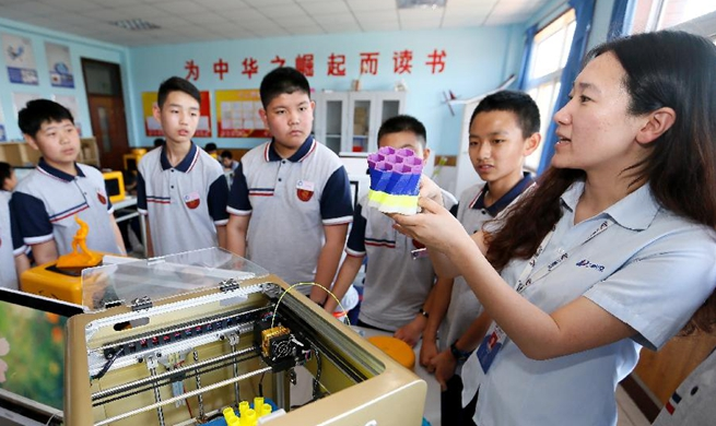 Students experience 3D printing at course in Qingdao, E China's Shandong