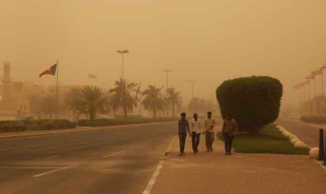 Kuwait City engulfed by heavy sandstorm