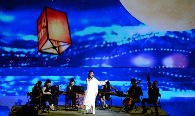 Artists stage show on poetry of Tang Dynasty in NW China's Xi'an