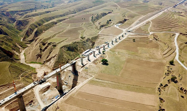 Gansu-Ningxia section of Yinchuan-Xi'an high-speed railway under construction