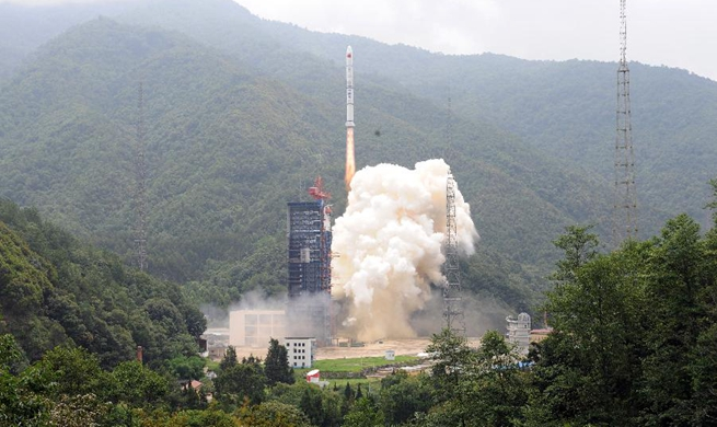 China launches new-tech experiment twin satellites