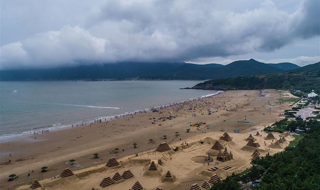 E China's Zhujiajian resort embraces peak tourist season