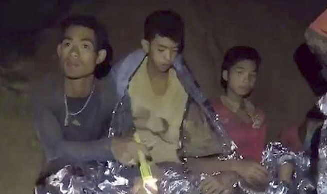 Trapped young footballers seen in cave in Chiang Rai, Thailand
