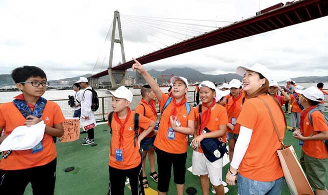 Chinese students' colorful life during summer vacation