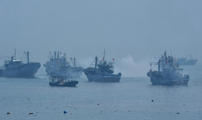 Fishing boats ready to fish after 3-month fishing ban in Fujian