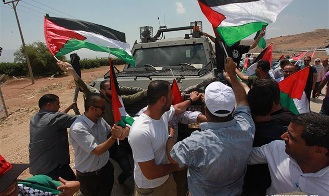 Palestinians protest against expropriation of land by Israel