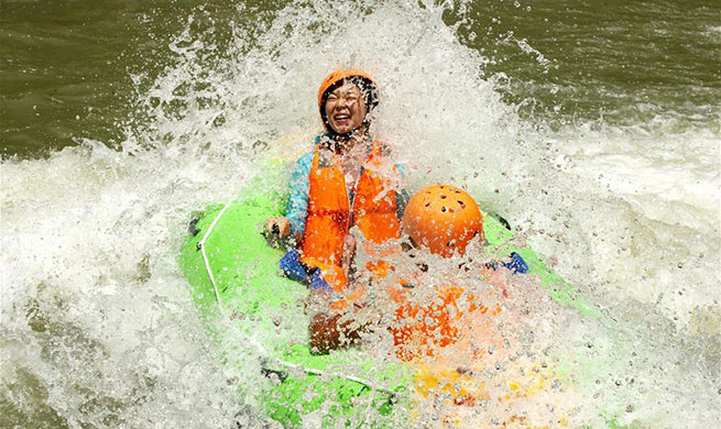 Tourists have fun drifting in central China's Hubei