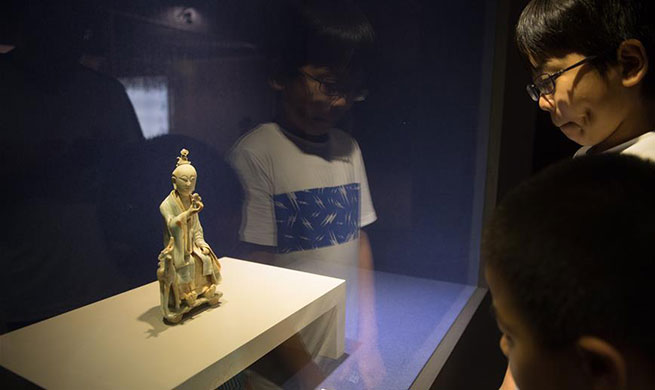 Visitors view exhibits of China's Song and Ming Dynasties in Hangzhou
