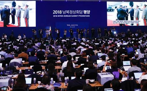DPRK leader greets S.Korean president at airport