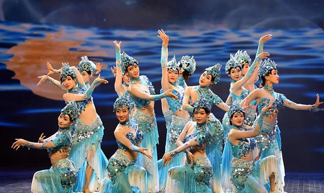 Performances staged to greet upcoming Mid-Autumn Festival across China