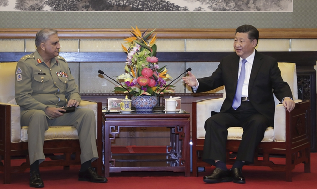 Xi meets Pakistani army chief