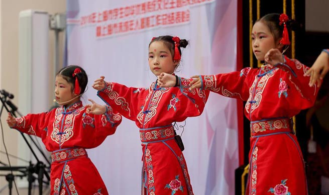 Young people experience intangible cultural heritages in Shanghai