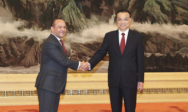 Chinese premier meets new foreign ambassadors ahead of National Day
