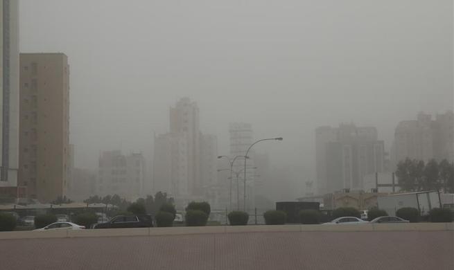 Heavy sand storm engulfs Kuwait