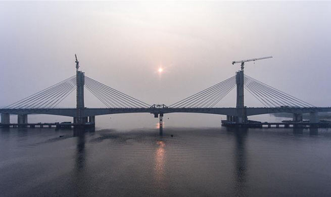 Closure of Hanjiang Bridge main section finished in China's Hubei