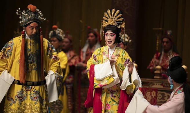 "Peking Opera ""The Emperor and the Concubine"" staged in London"