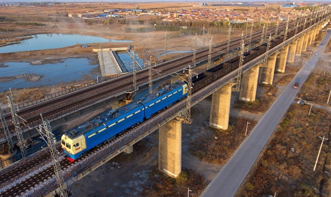Datong-Qinhuangdao railway in Shanxi, artery of China's coal transportation