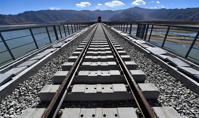 First cross-river bridge on Lhasa-Nyingchi section of Sichuan-Tibet Railway starts track laying
