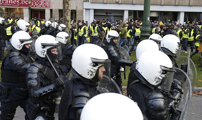 """450 detained in Brussels after police clash with """"yellow vest"""" protesters"""
