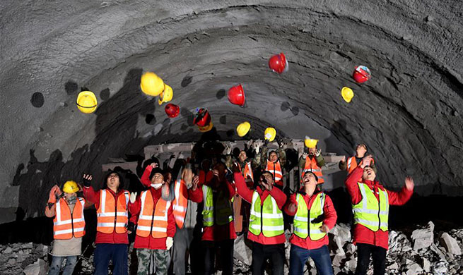 Tunnel of Jiyuan-Yangcheng expressway cut through