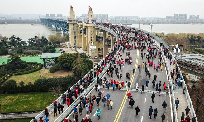 Xinhua Headlines: China's landmark Yangtze River bridge reopens to traffic