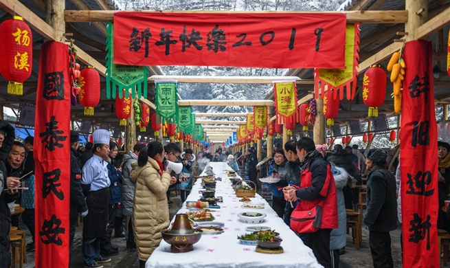 Over 100 local dishes prepared in goumet fest to greet New Year in Hangzhou