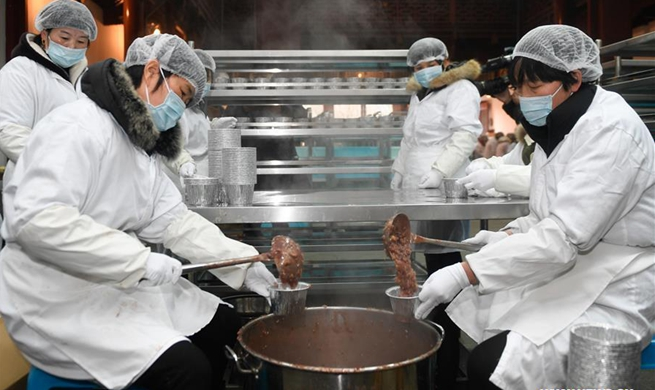 Lingyin Temple in Hangzhou starts to make traditional Laba porridge