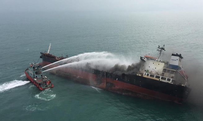 1 killed, 7 injured, 2 missing in oil tanker blaze off Hong Kong's Lamma Island