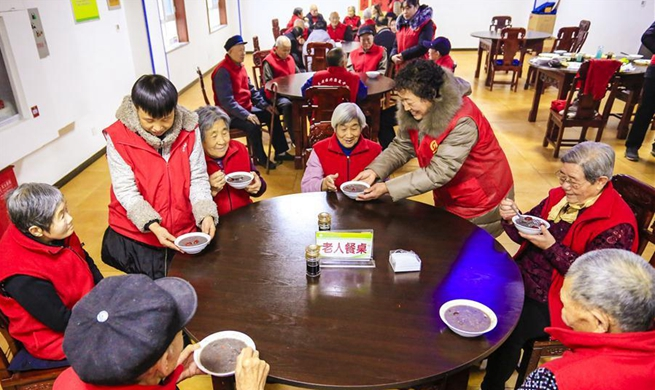 Laba Festival celebrated at nursing home in Hebei