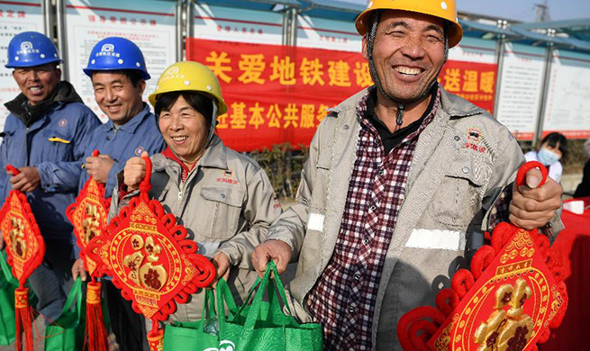 Volunteers in Hefei provide physical checks, gifts for migrant workers