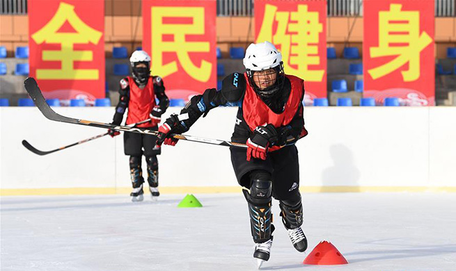 Pic story: first campus ice hockey team in Xinjiang's Altay