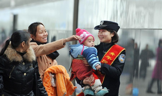 In pics: touching moments along journey home ahead of Spring Festival
