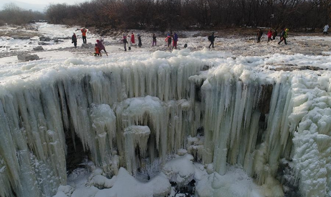 Amazing scenery of frozen waterfall in NE China's Heilongjiang
