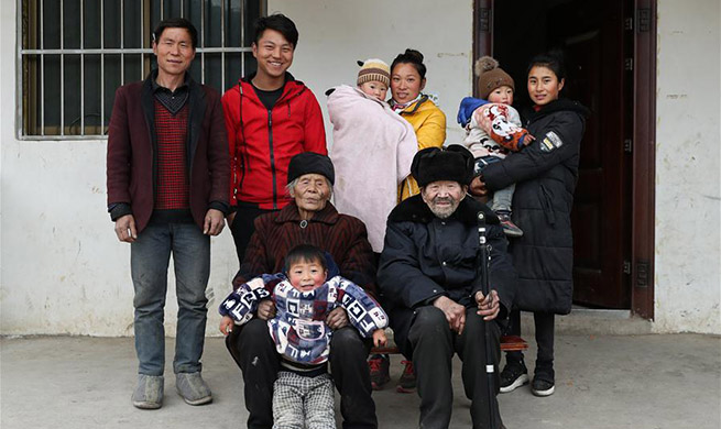 Pic story: villagers battle disease, poverty in Kuihua Village, SW China