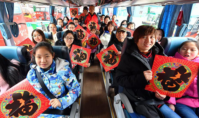 People from Shanxi Province working in Taiyuan receive free coach service back to hometowns