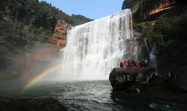 People enjoy beautiful landscape around China during week-long Spring Festival holiday