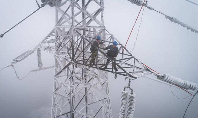 Electricians dispatched to repair high voltage wire to ensure post-holiday travel peak in China's Wuhan