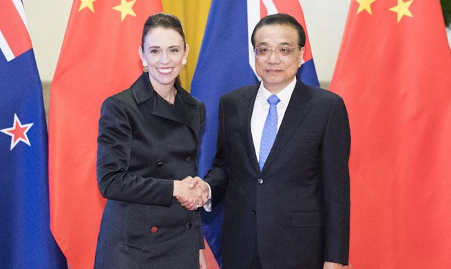 Chinese premier holds talks with New Zealand PM to boost cooperation