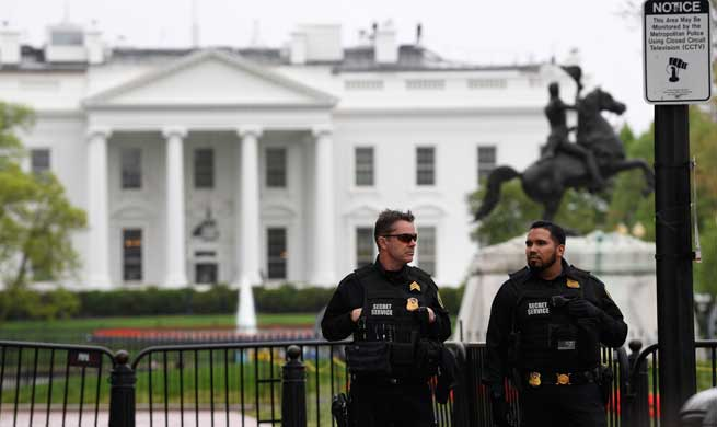 Man sets jacket on fire outside White House, says U.S. Secret Service