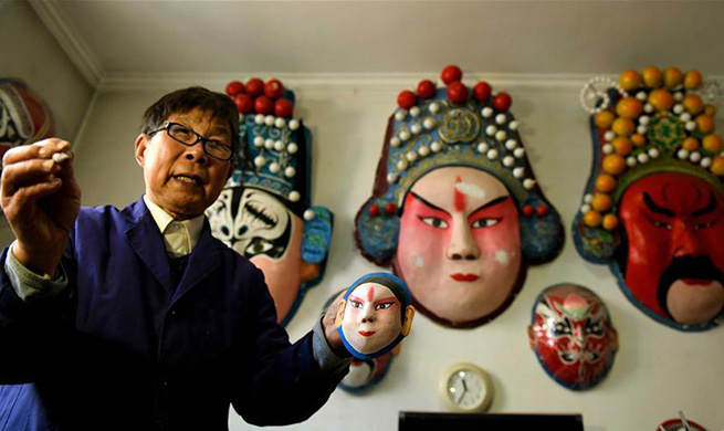 82-year-old dedicated to promote facial makeup artworks in China's Hebei
