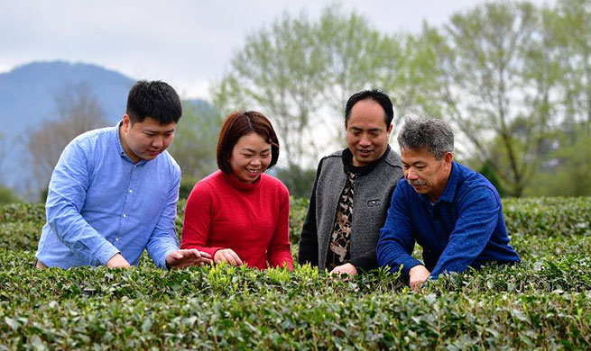 Xinhua Headlines: Technology counselors aid poverty alleviation