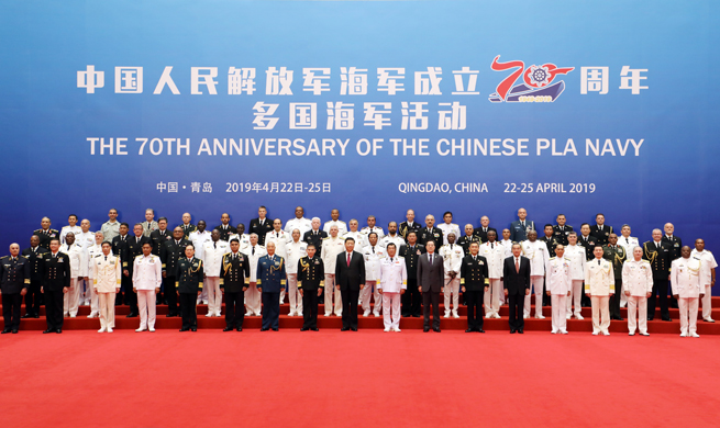 Xi takes group photo with heads of foreign delegations to multinational naval events