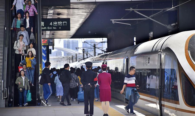 Railway sees passenger number rise as Labor Day holiday begins in China