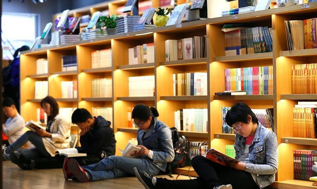 People enjoy reading during Labor Day holiday